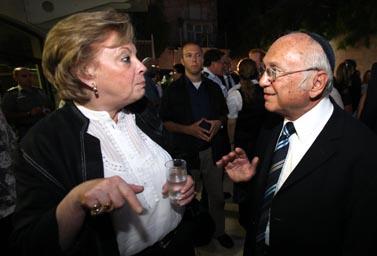נשיאת בית-המשפט העליון דורית ביניש ושר המשפטים יעקב נאמן (צילום ארכיון)
