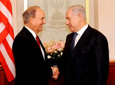 """ראש הממשלה בנימין נתניהו והשליח האמריקאי ג'ורג' מיטשל, אתמול בירושלים (צילום: אבי אוחיון, לע""""מ)"""