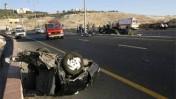שרידי רכב לאחר תאונת דרכים קטלנית ממזרח לירושלים, אתמול (צילום: מרים אלסטר)