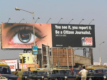 שלט פרסומת למיזם העיתונות האזרחית של CNN. בומביי, הודו (צילום: cybersoc)