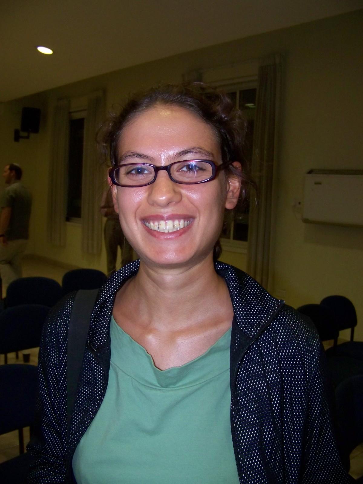 """ענת קם, כתבת """"וואלה ברנז'ה"""", 2008 (צילום: עידו קינן, """"חדר 404"""", cc-by-sa)"""