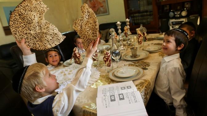 ילדים מתכוננים לסדר פסח (צילום: נתי שוחט)