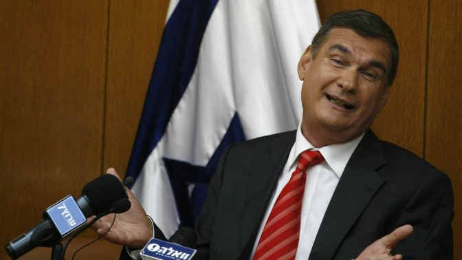 חיים רמון, שר המשפטים לשעבר, מודיע על התפטרותו מהכנסת, לפני שנה בדיוק (צילום: מרים אלסטר)