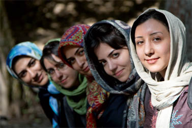 נערות בנהרקוראן, איראן (צילום: Alireza Teimoury, רשיון cc)