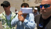 איתי בן-אור, החשוד ברצח שלושת ילדיו, נלקח אתמול מבית-החולים לניאדו בנתניה לבית-המשפט (צילום: עומר מסינגר)