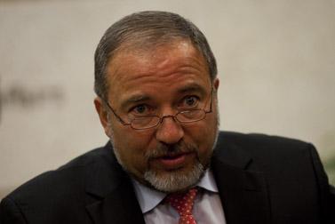 שר החוץ אביגדור ליברמן, אתמול (צילום: דוד ועקנין)