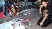 מעריצים מבכים את הזמר המנוח מייקל ג'קסון, אתמול בתל-אביב (צילום: רוני שוצר)