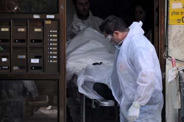 פתח בית-הדירות בראשון-לציון שבו התגוררה משפחת אושרנקו, שנרצחה בסוף השבוע (צילום: רוני שיצר)
