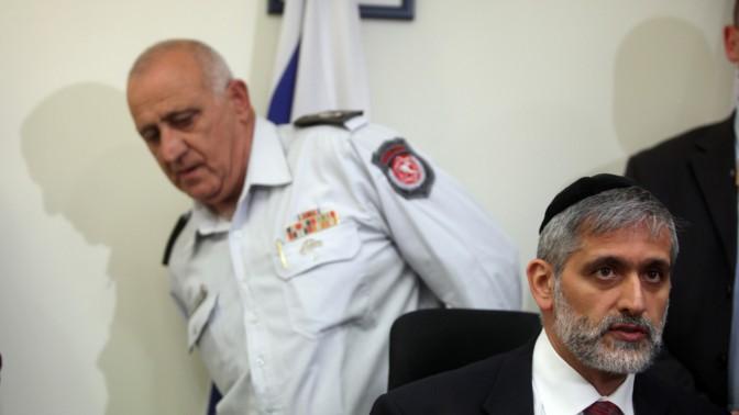 שר הפנים אלי ישי (מימין) ונציב הכבאות שמעון רומח, אתמול במסיבת עיתונאים במשרד השר (צילום: ליאור מזרחי)