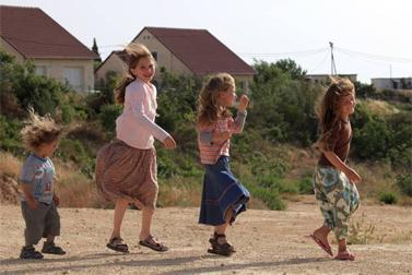 ילדות בשכונת היובל שביישוב עלי (צילום: נתי שוחט)