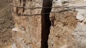 מהנדסים מפוצצים סלע מעל כביש אילת, אתמול (צילום: יוסי זמיר)