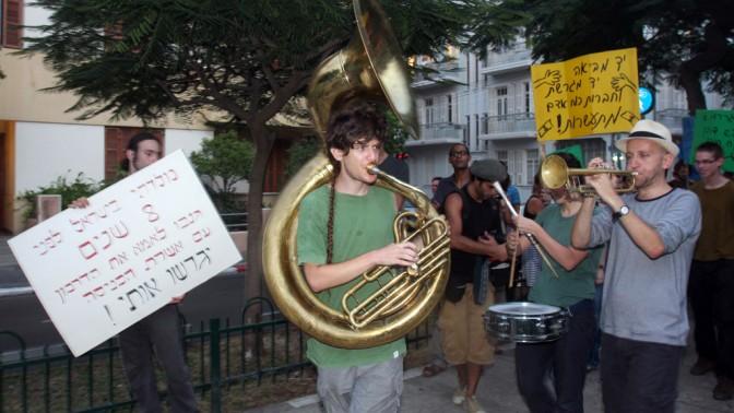 הפגנה נגד גירוש ילדי העובדים הזרים. תל-אביב, 14.8.10 (צילום: רוני שוצר)