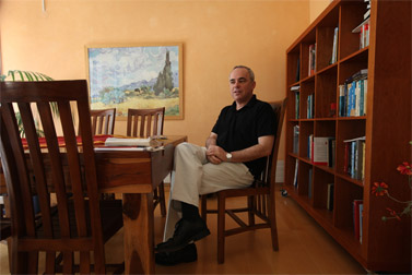 שר האוצר יובל שטייניץ, בשבוע שעבר בביתו במבשרת ציון (צילום: נתי שוחט)