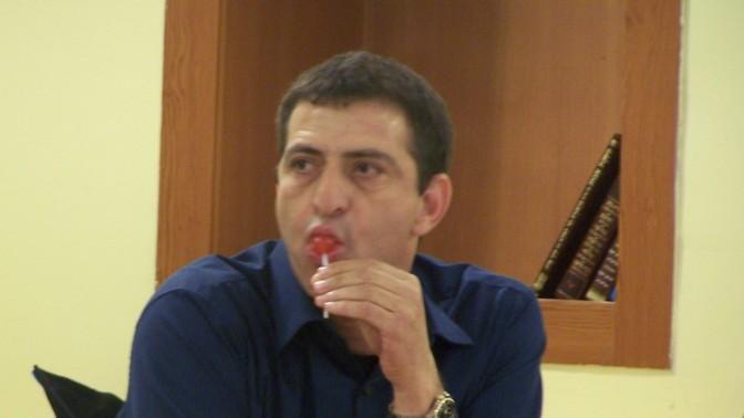 """זליג רבינוביץ' בישיבת מליאת רשות השידור, 22.4.13 (צילום: """"העין השביעית"""")"""