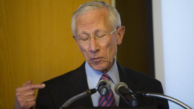 נגיד בנק ישראל סטנלי פישר, אתמול במסיבת עיתונאים בירושלים (צילום: יונתן זינדל)