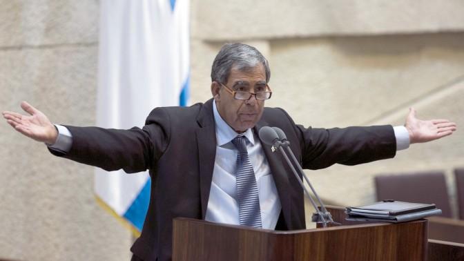 סגן שר האוצר מיקי לוי במליאת הכנסת (צילום: יונתן זינדל)
