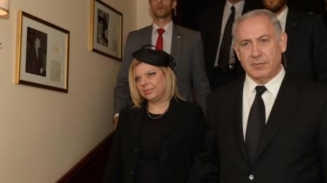 """ראש הממשלה בנימין נתניהו ורעייתו שרה, אתמול בלונדון (צילום: עמוס בן-גרשום, לע""""מ)"""