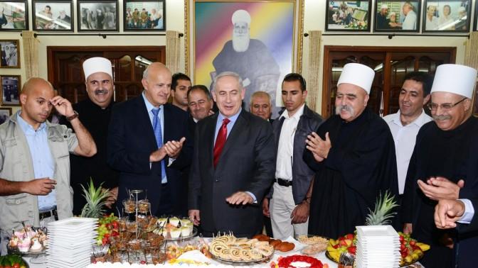"""ראש הממשלה בנימין נתניהו נפגש עם ראשי הקהילה הדרוזית, אתמול בג'וליס (צילום: משה מילנר, לע""""מ)"""