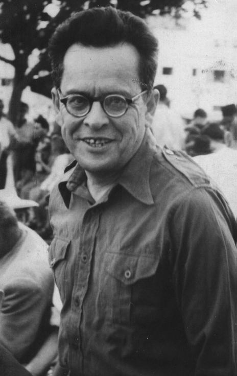 """אב""""א אחימאיר בעת חנוכת האנדרטה לזכר דב גרונר ברמת-גן, מאי 1954 (באדיבות המשפחה)"""