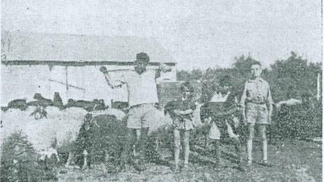"""משפחת דיין (משה, ראשון מימין), """"דבר לילדים"""", 3.9.36"""