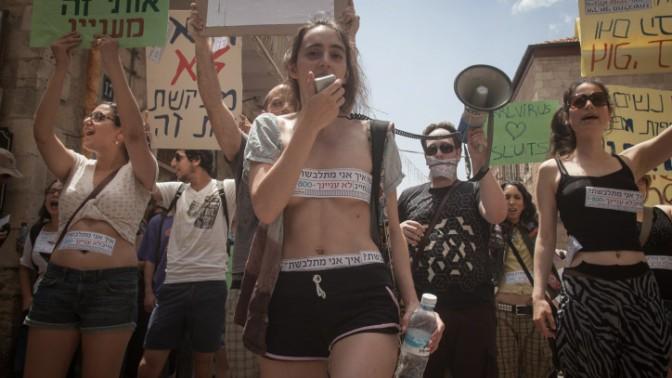 """""""צעדת השרמוטות"""", נגד הטרדת נשים. ירושלים, 4.5.12 (צילום: אורי לנץ)"""