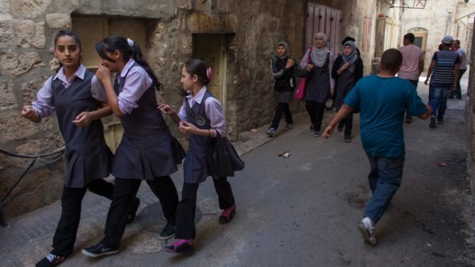 ילדות פלשתיניות, אתמול בירושלים העתיקה (צילום: ניל בדח)