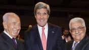 """יו""""ר הרשות עבאס, שר החוץ האמריקאי קרי והנשיא פרס בעמאן (צילום: פלאש 90)"""