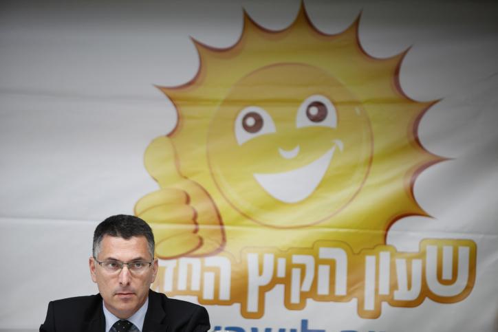 שר הפנים גדעון סער מודיע על החלטתו בעניין שעון הקיץ, אתמול (צילום: פלאש 90)
