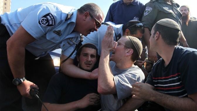 עימותים בין שוטרים ומפגיני ימין, 27.6.11 (צילום: קובי גדעון)