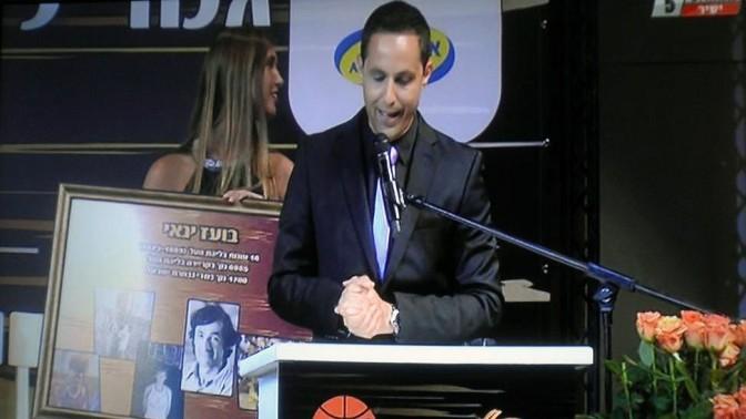 עמית הורסקי מנחה אירוע של מינהלת הכדורסל