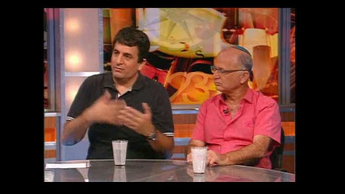 """מוטי שקלאר (מימין) ודרור מורה בתוכנית """"תיק תקשורת"""""""