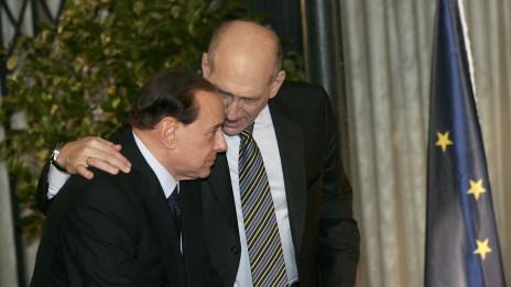 מזכרת מברלוסקוני (3): חולק סוד עם ראש הממשלה אהוד אולמרט בירושלים, 18.1.09 (צילום: אוליבייה פיטוסי)