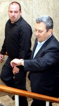 יועץ התקשורת רונן משה עם שר הביטחון דאז אהוד ברק, 22.3.2009 (צילום: אריאל ירוזולימסקי)
