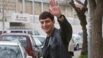 זליג רבינוביץ' ליד בניין הטלוויזיה ברוממה, 2003 (צילום: פלאש 90)
