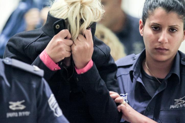 חשודה בסחר בנשים מובאת לבית-המשפט, אוקטובר 2012 (צילום: אורן נחשון)