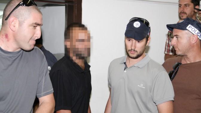 חשוד הקשור לרצח בבר-נוער מובא לבית המשפט, 6.6.13 (צילום: פלאש 90)