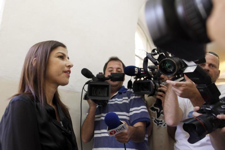 העיתונאית גאולה אבן אתמול בבית-המשפט (צילום: פלאש 90)