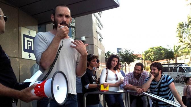 """הפגנת עיתונאים, נובמבר 2012. במרכז: יו""""ר ארגון העיתונאים יאיר טרצ'יצקי (צילום: """"העין השביעית"""")"""