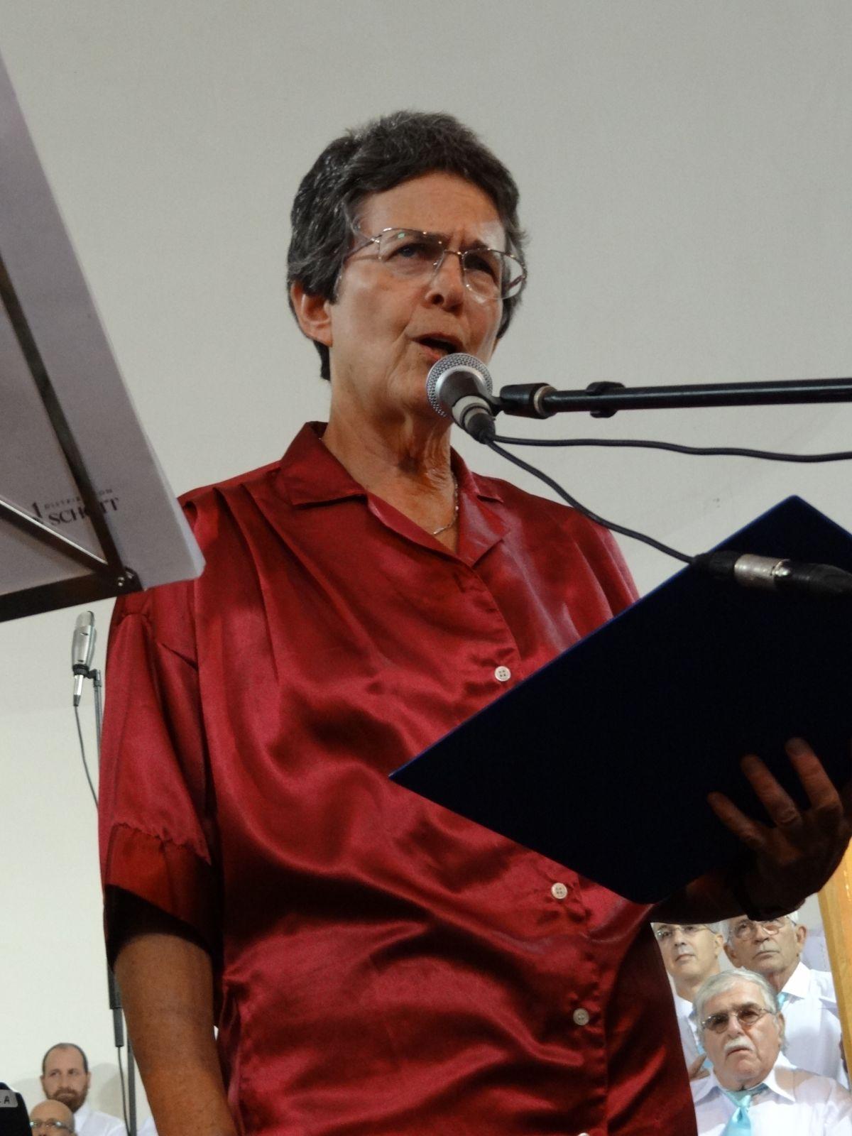 שדרנית קול-המוזיקה חיותה דביר בפסטיבל אבו-גוש, 19.10.11 (צילום: Hanay, רשיון cc-by-sa-3.0)