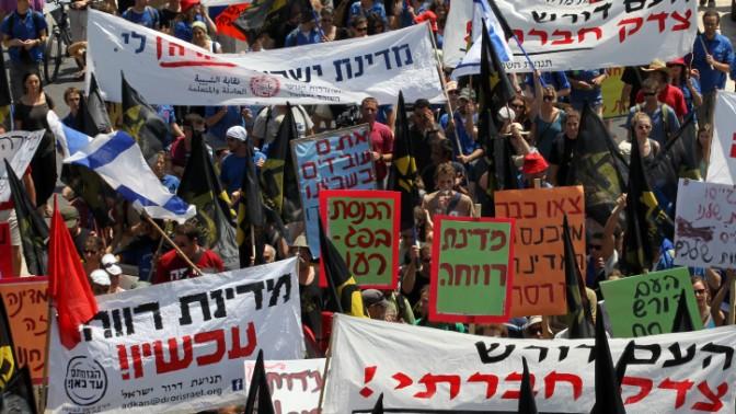 מפגינים נגד יוקר המחיה צועדים אל הכנסת, 16.8.11 (צילום: נתי שוחט)