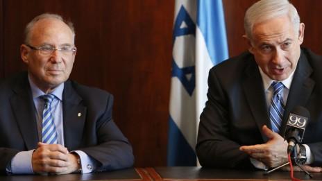 ראש הממשלה בנימין נתניהו מציג את פרנקל לרגל ההכרזה על מועמדותו לתפקיד נגיד בנק ישראל, 24.6.13 (צילום: מרים אלסטר)