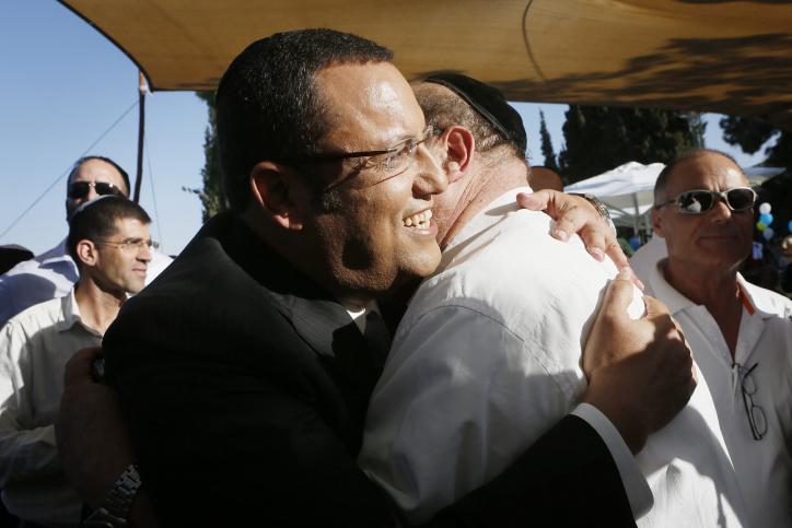 משה ליאון, רואה-חשבון מגבעתיים, אתמול במסיבת העיתונאים שבה הודיע על מועמדותו לראשות עיריית ירושלים (צילום: מרים אלסטר)