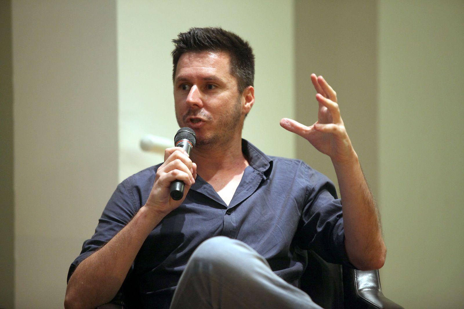 """דוד ורטהיים, עורך """"וואלה ברנז'ה"""", בכנס של האוניברסיטה הפתוחה, 31.7.13 (צילום: גדעון מרקוביץ)"""