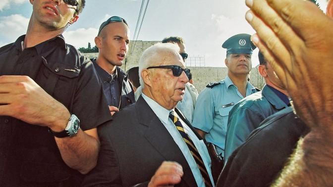 אריאל שרון מבקר בהר-הבית, 28.9.2000 (צילום: פלאש 90)