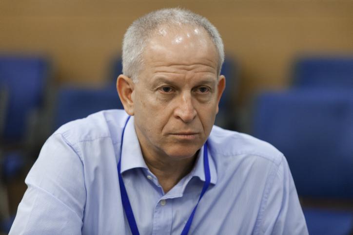 """צחי פישביין, יו""""ר מועצת ההימורים, בדיון בוועדת הכנסת על אודות דו""""ח זליכה, 24.7.13 (צילום: פלאש 90)"""