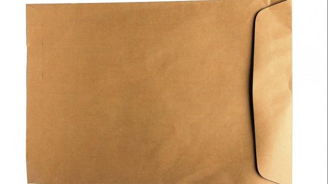 מעטפה חומה. צילום: PCHT / shutterstock.com