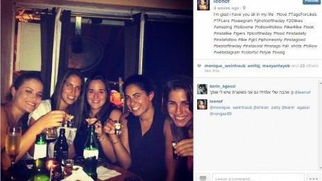 לי נוף (משמאל), כתבת כדורסל הנשים של one, נראית חוגגת עם כדורסלניות בצילום ברשת החברתית אינסטגרם