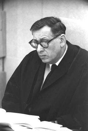 """שופט בית-המשפט העליון שמעון אגרנט, 1962 (צילום: לע""""מ)"""