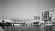 """בניין ה""""מיאמי הראלד"""" לפני שנהרס כדי לפנות את מקומו לקזינו (צילום: פיליפ פסאר, רשיון cc-by)"""
