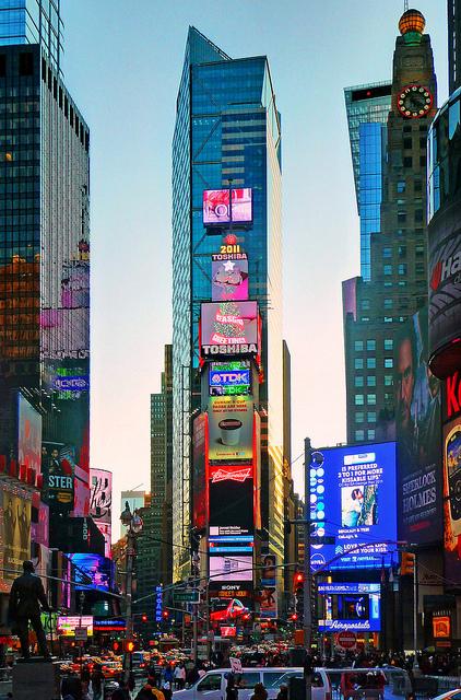 """""""טיימס סקוור"""", ניו-יורק, 2011 (צילום: ג'ורג' רקס, רשיון cc-by-sa)"""